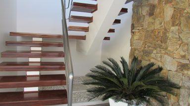 Escadas Casa Condomínio Mansões