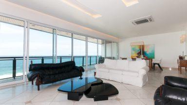 sala ampla com mesa de sinuca apartamento São Conrado