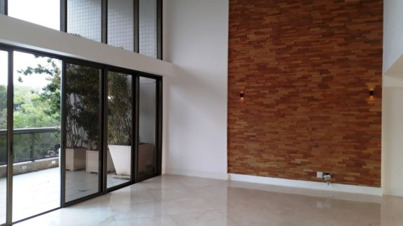 Sala ampla apartamento Península