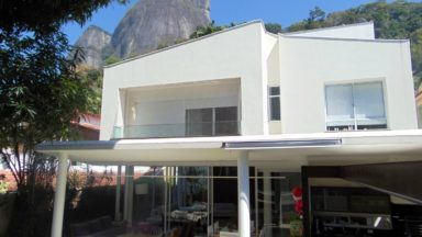 fachada casa São Conrado
